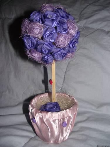 Цветы сшиты вручную из атласных лент.  Экологически чистый продукт.
